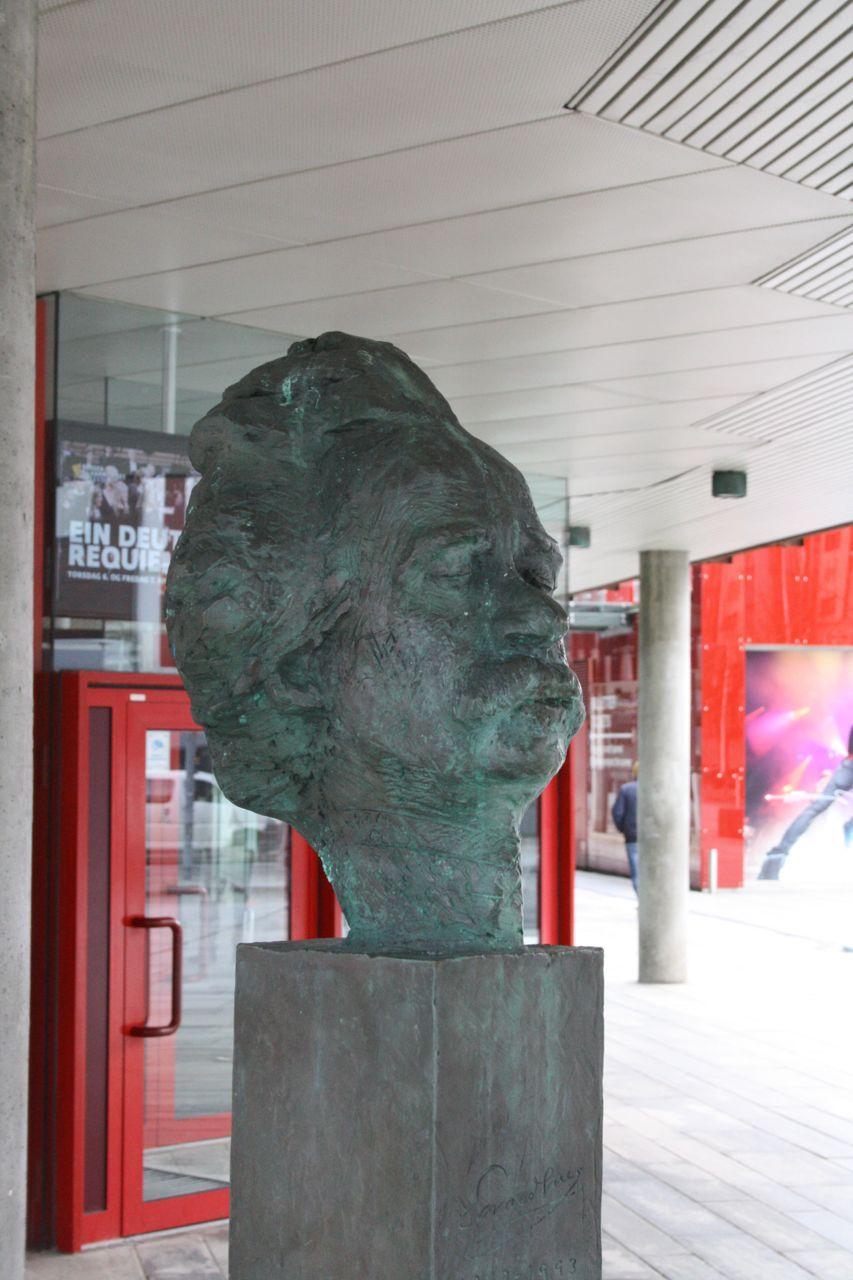 Edvard Grieg Sculpture, Grieghallen